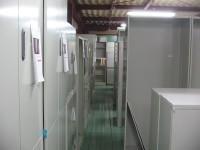 二階倉庫部分は中古キャビネットがずらりと陳列! 両開きから上下連結からハイキャビネット、ローキャビネット、ラテラルだってファイルキャビだってあります!!ロッカーも多数揃えておりますよ!