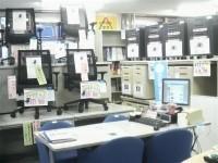 商品てんこ盛り!!人気チェアやデスクをたくさん展示しています。