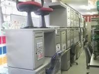 キャビネット・デスク・ワゴン・応接セットその他の商品をたくさん展示しております。