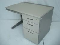 中古オフィス家具の片袖デスクです!オフィスの定番!