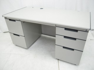 中古オフィス家具の両袖デスクです!リーズナブルにご提供しています!