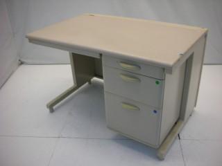 中古オフィス家具の片袖デスクです!コンパクトで使い勝手良し!