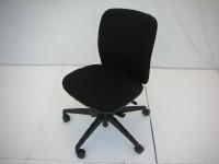 中古オフィス家具の肘無OAチェアーです!シックなブラックが人気です!