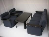 中古オフィス家具の応接セットです!シックなお色で落ち着いた雰囲気のオフィスに!