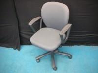 中古オフィス家具の事務用椅子です