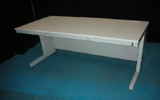 中古オフィス家具の平デスクです!広々使えるおすすめサイズ!