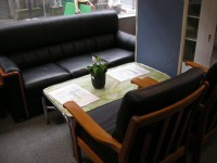 本日も良質中古オフィス家具を大量展示中!