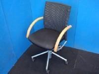 中古オフィス家具の高級チェアーです!オカムラ製のデザイン感のある逸品です。