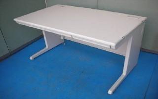 中古オフィス家具の平デスクです!オフィスの定番を良心価格で!