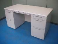 中古オフィス家具の両袖デスクです!広々使える便利なサイズ!