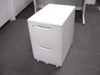中古オフィス家具の2段ワゴンです!A4ファイルがたっぷり収納できます!